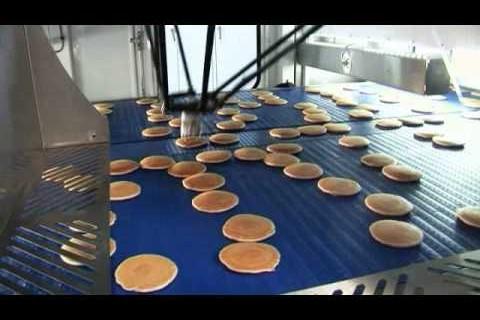 Un robot et des pancakes