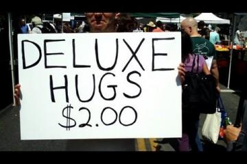 Après les Free Hugs, les 2$ Hugs