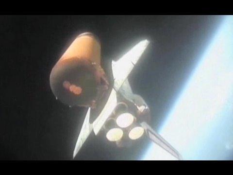 De la terre à l'espace à l'océan : la vie d'un booster de navette spatiale