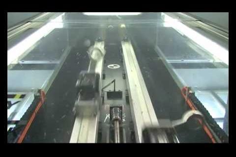 Un robot jongleur