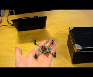 Un Mini Quadrocoptère