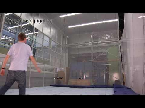 Des quadrocopters qui jonglent avec des balles