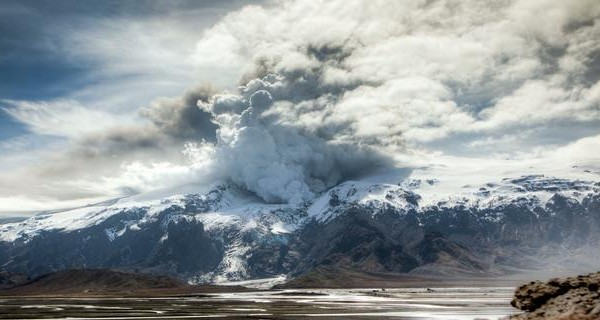 Vidéo TimeLapse de l'éruption du volcan Eyjafjallajökull
