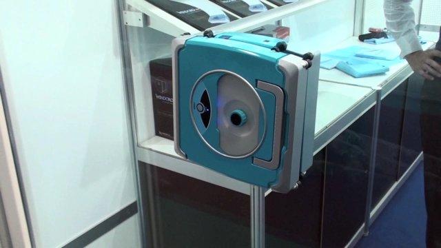 un robot roomba pour laver les vitres. Black Bedroom Furniture Sets. Home Design Ideas