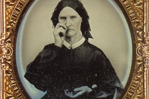 femme-ancien-tabac-priser-snuff