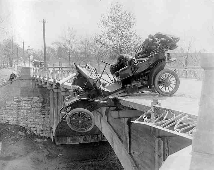 CRASH  cry  - Page 3 Vintage-ancient-accident-fail-04