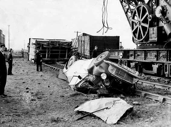 CRASH  cry  - Page 3 Vintage-ancient-accident-fail-13