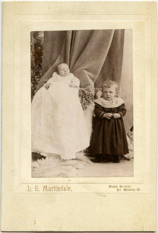 Les mères cachées des portraits anciens Maman-cache-vieille-photo-02