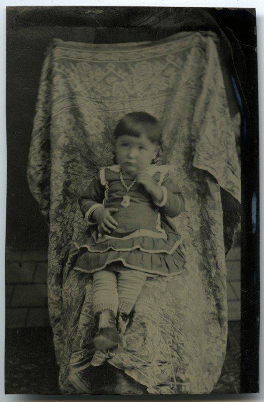 Les mères cachées des portraits anciens Maman-cache-vieille-photo-03