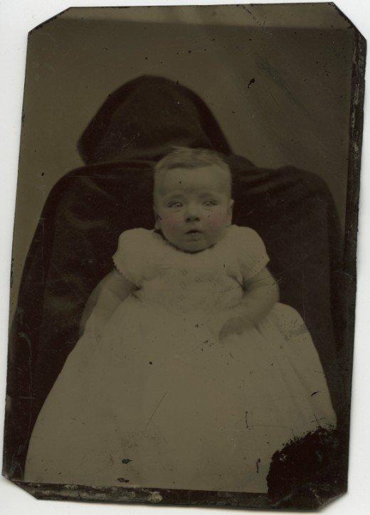 Les mères cachées des portraits anciens Maman-cache-vieille-photo-04