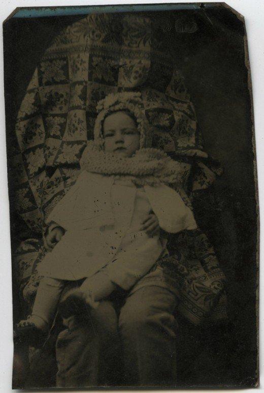Les mères cachées des portraits anciens Maman-cache-vieille-photo-05