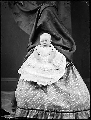 Les mères cachées des portraits anciens Maman-cache-vieille-photo-08
