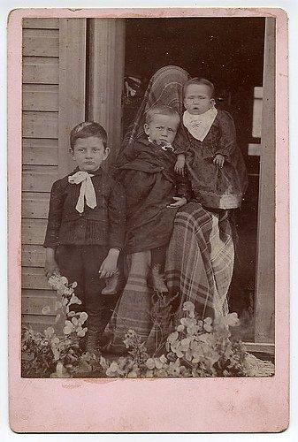 Les mères cachées des portraits anciens Maman-cache-vieille-photo-09