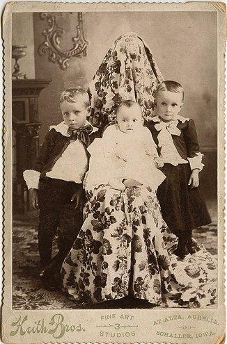 Les mères cachées des portraits anciens Maman-cache-vieille-photo-10