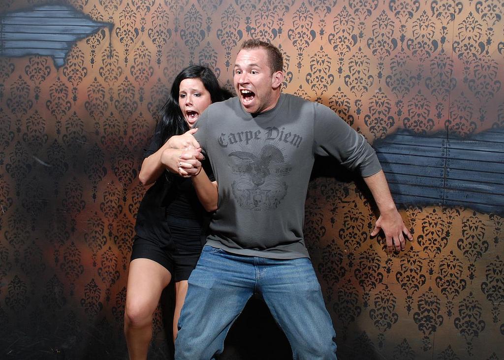 peur maison hante attraction 10 Des gens qui ont peur dans une attraction de maison hantée