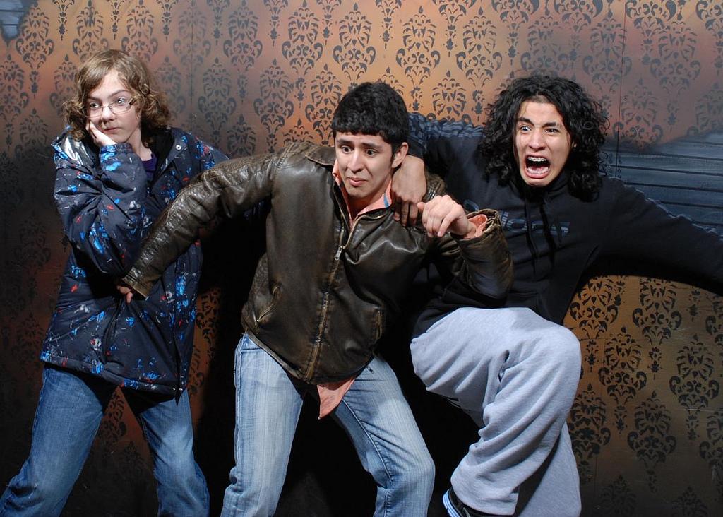peur maison hante attraction 12 Des gens qui ont peur dans une attraction de maison hantée