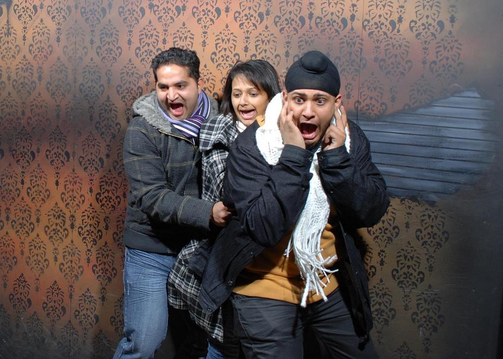 peur maison hante attraction 14 Des gens qui ont peur dans une attraction de maison hantée