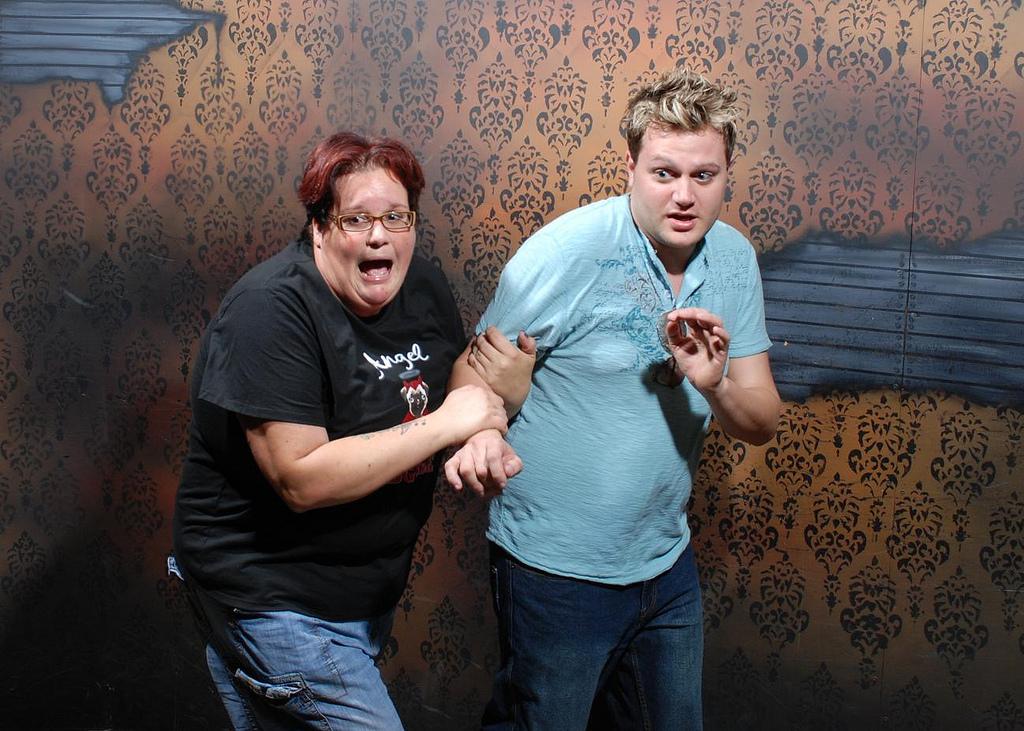peur maison hante attraction 15 Des gens qui ont peur dans une attraction de maison hantée