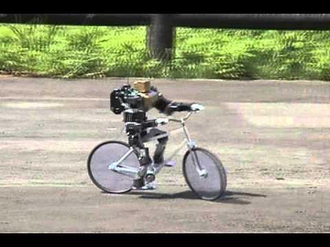 Un mini-robot qui fait du mini-vélo