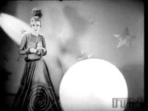 La mode de l'an 2000 par des stylistes des années 30
