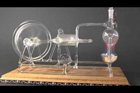 Une machine à vapeur en verre