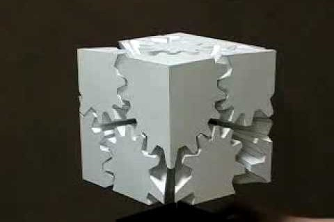 Un cube d'engrenages