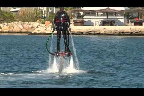 Un jet pack aquatique