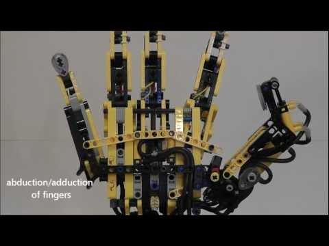 Un bras humain en Lego
