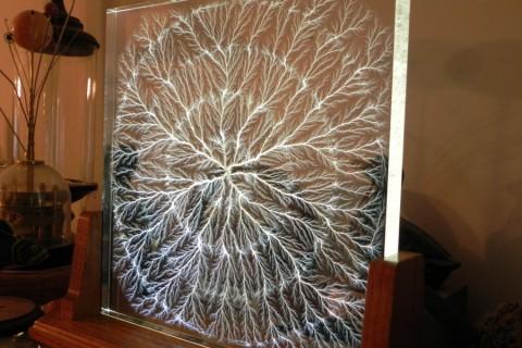 lichtenberg-figure-fractale-plexiglas-01