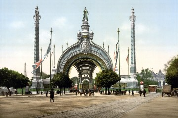 Grand_entrance,_Exposition_Universal,_1900,_Paris,_France