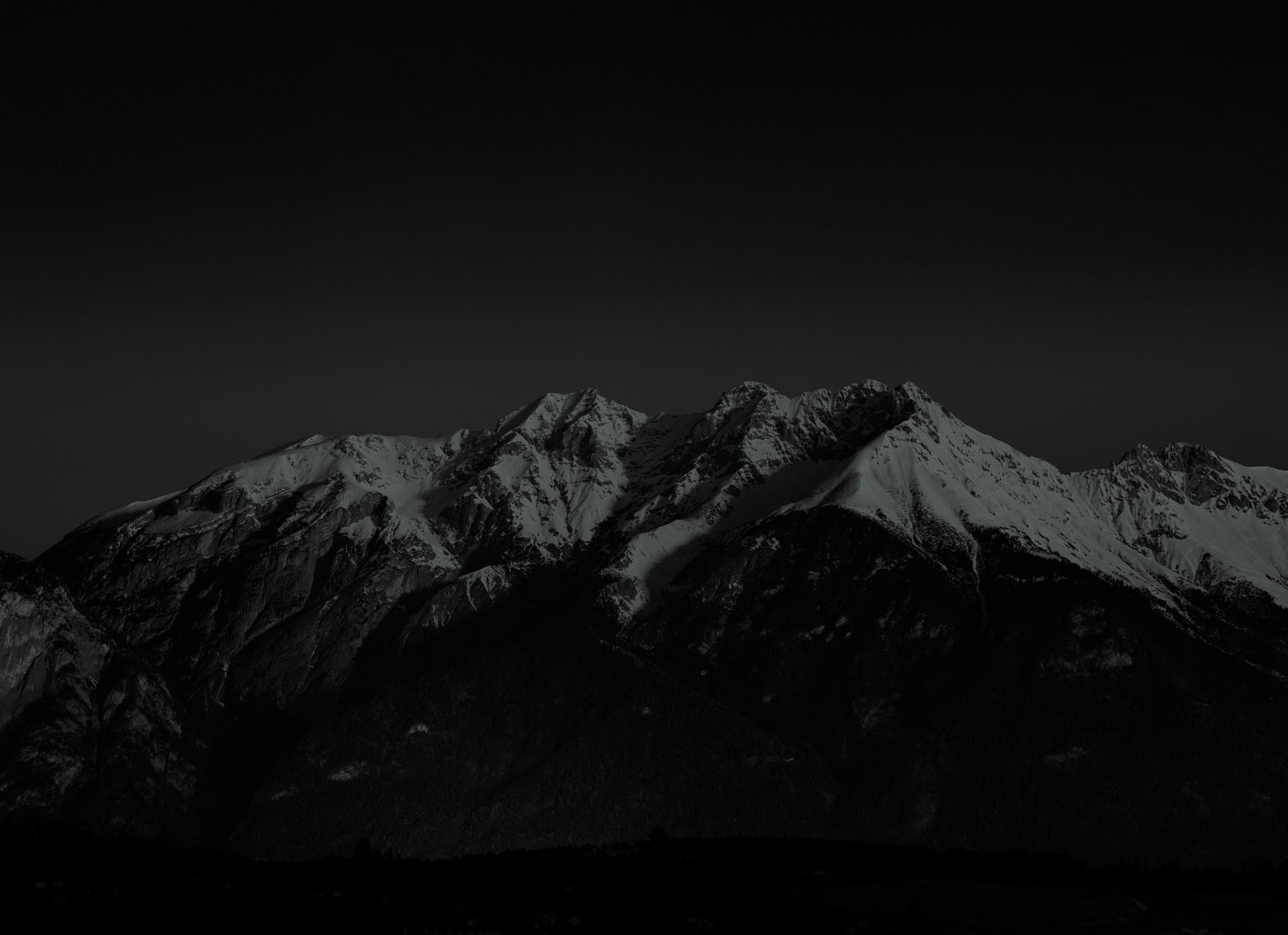 Des montagnes la nuit