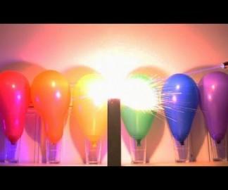 Allumer des pétards dans des ballons avec un laser