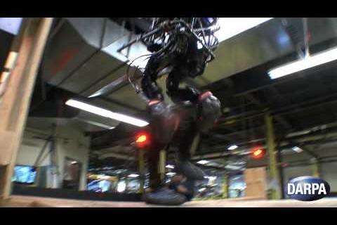Le robot Petman maitrise maintenant les escaliers