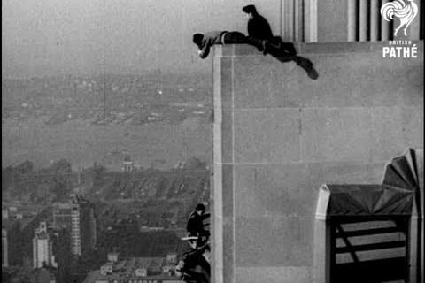 Laver les vitres de l'Empire State Building en 1938