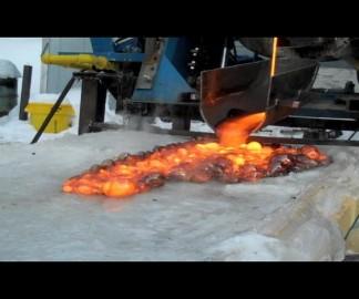De la lave sur de la glace