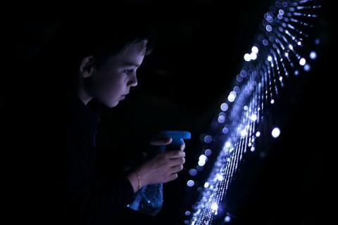 Du graffiti de lumière avec de l'eau