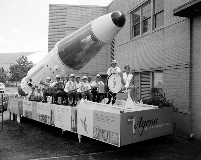 Miss NASA 1970 700x560 Miss Nasa