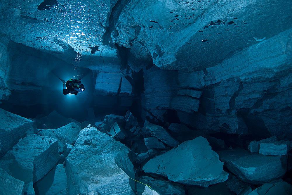 La boite vertePlongée dans une grotte sous-marine Russe