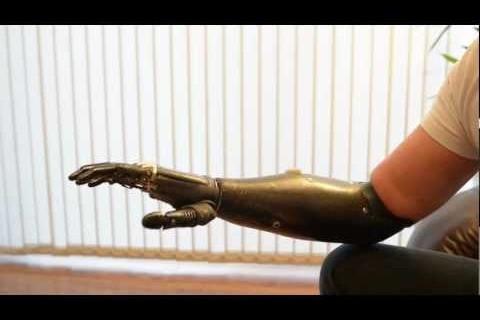 Une prothèse de bras