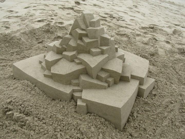 chateau-sable-geometrique-08