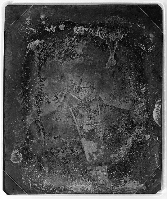 daguereotype degrade 051 588x700 La dégradation des daguerréotypes