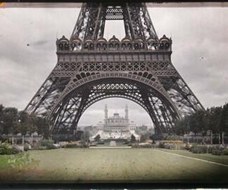 La tour Eiffel et le Trocadéro par Auguste Léon ©Musée Albert-Kahn - Département des Hauts-de-Seine