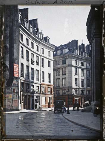 La rue de Viarmes par Auguste Léon ©Musée Albert-Kahn - Département des Hauts-de-Seine