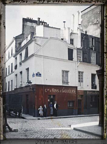 L'angle de la rue Lhomond et du pot de fer par Stéphane Passet ©Musée Albert-Kahn - Département des Hauts-de-Seine