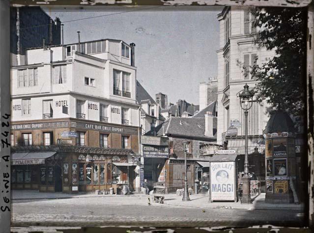 Angle du boulevard Beaumarchais et de la rue du pas-de-la-mule par Stéphane Passet ©Musée Albert-Kahn - Département des Hauts-de-Seine