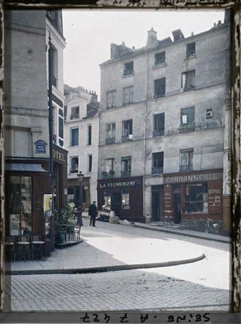 Place Jussieu, angle des rues Linné et des Boulangers par Stéphane Passet ©Musée Albert-Kahn - Département des Hauts-de-Seine