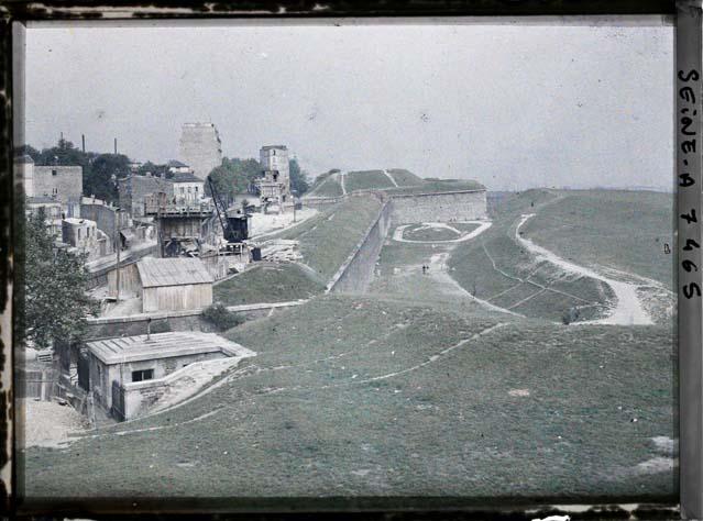 Les fortifications par Stéphane Passet ©Musée Albert-Kahn - Département des Hauts-de-Seine