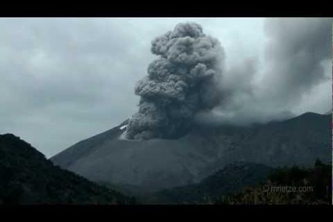 De la foudre dans un volcan