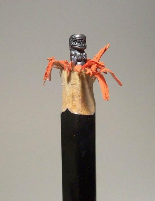 alien-sculpture-mine-crayon2