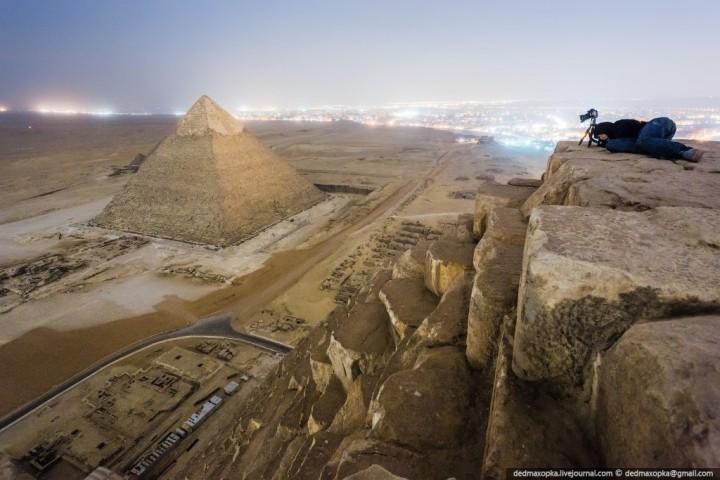 haut pyramide egypte 01 720x480 Au sommet des pyramides de Gizeh  photo lieux divers bonus